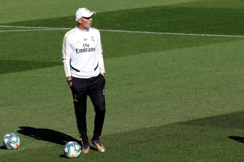 Zinedine Zidane teme a parada. EFE/Chema Moya
