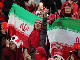 Las aficionadas a Irán no tendrán que camuflarse y podrán ver el choque. EFE