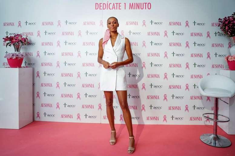 La atleta española Ana Peleteiro ha participado este martes en la campaña de lucha contra el cáncer de mama Dedícate 1 Minuto que organiza la Asociación Española Contra el Cáncer (AECC). EFE/Emilio Naranjo