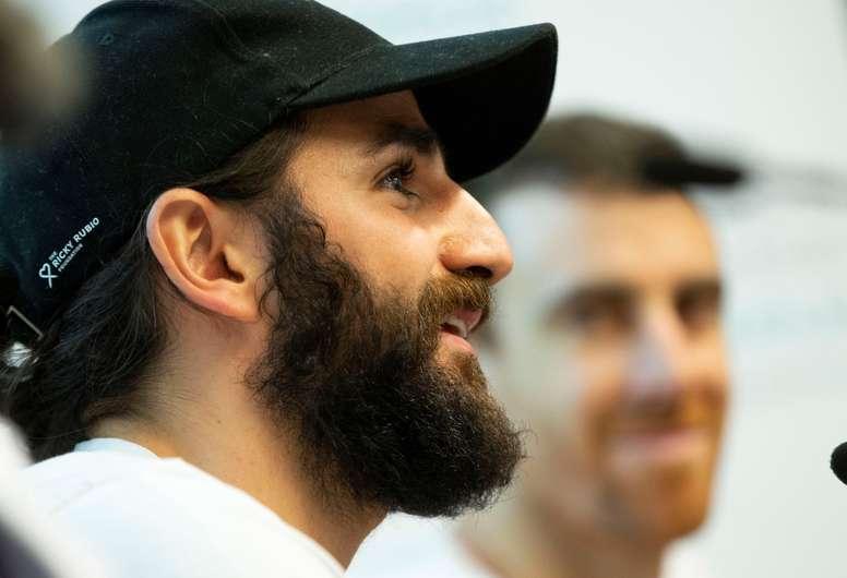 En la imagen el base de los Phoenix Suns Ricky Rubio (i). EFE/ Enric Fontcuberta/Archivo