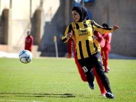 El fútbol femenino avanza a paso lento en Irán. EFE