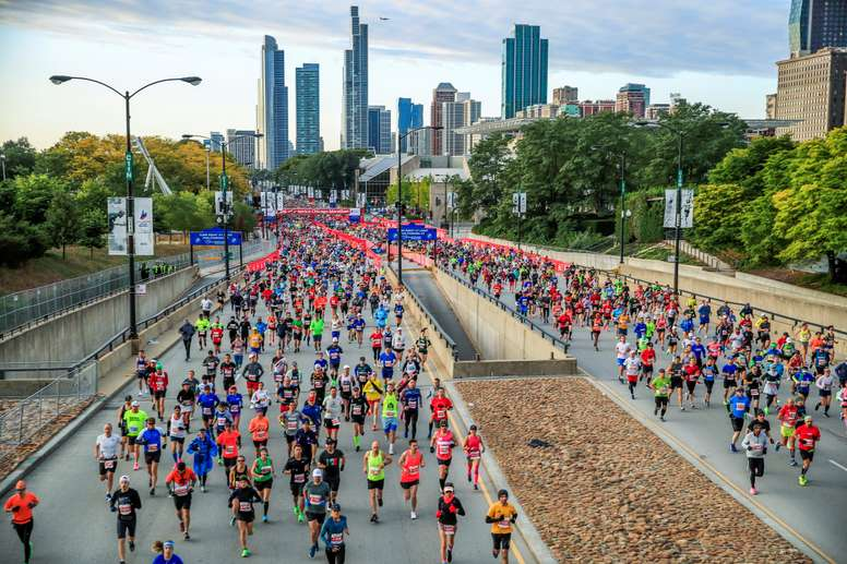 Runners start out running the 2019 Chicago Marathon in Chicago, Illinois, USA, 13 October 2019. EFE/EPA/TANNEN MAURY
