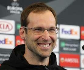 Cech entró en el juego de Puebla por su 'doble' en México. EFE/ Tatyana Zenkovich/Archivo