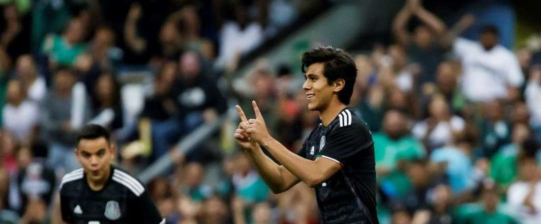 Borussia Dortmund will try and get Macias (R) again. EFE