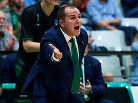 El entrenador del Joventut de Badalona, Carles Duran, da instrucciones a sus jugadores. EFE/ Alejandro García/Archivo