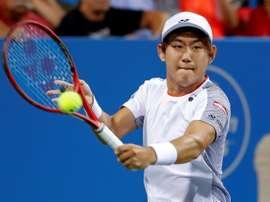 El tenista japonés Yoshihito Nishioka eliminó al estadounidense Taylor Fritz, tercer cabeza de serie, para acceder a los cuartos de final del torneo de Estocolmo en el que también fue eliminado el búlgaro Grigor Dimitrov.EFE/EPA/ERIK S. LESSER/Archivo