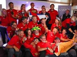 Los integrantes del velero Qindao, de China, fueron registrados este miércoles, tras ganar la segunda etapa de la Clipper Race, en Punta del Este (Uruguay). EFE/Federico Anfitti