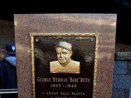 Registro general del monumento a Babe Ruth en el Yankee Stadium de Nueva York (EE.UU.). EFE/Jason Szenes
