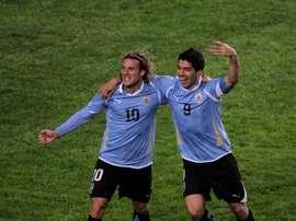 Suárez, Lugano y Menotti estarán en despedida de Forlán en Uruguay. EFE