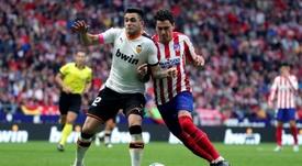 Ambos uruguayos se enfrentaron en el Wanda. EFE