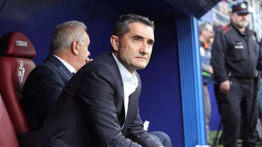 Valverde 's Barca love playing in La Liga and they are back top. EFE