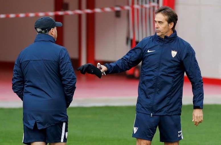 Betis y Sevilla preparan sus planes para el derbi. EFE/Julio Muñoz
