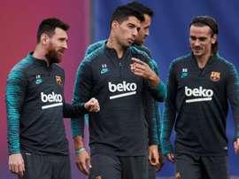 Il Barcellona si allena al completo. EFE