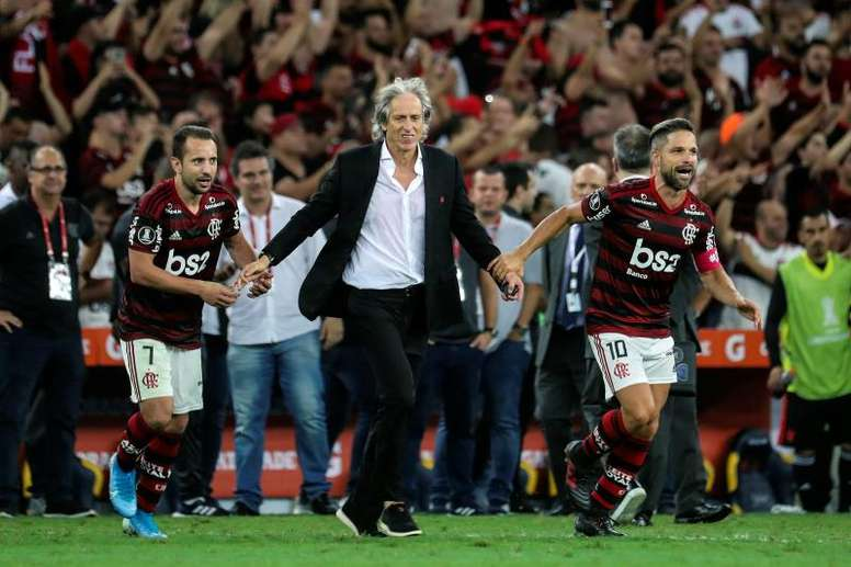 Diego, o 12° jogador do Flamengo. EFE/Antonio Lacerda