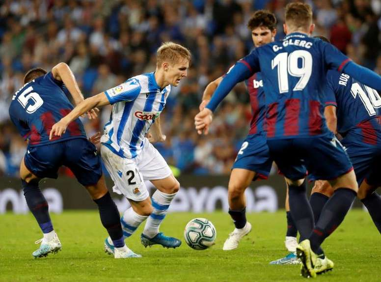 Pogba, Fabian and Valverde, all in Real Sociedad's side for Odegaard. EFE