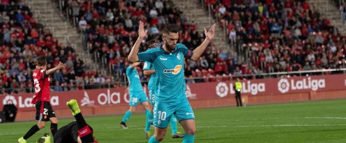 Roberto Torres n'a pas pu cacher sa colère après le match face à Séville. EFE