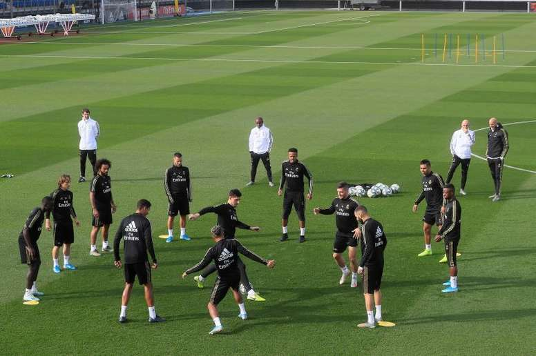 Zidane dirigió una sesión con varias ausencias. EFE