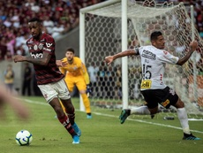 un 'hat trick' de Bruno Henrique hundió a Corinthians. EFE/AntonioLacerda