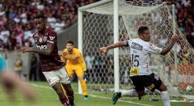Gerson (i) será representado por Neymar padre. EFE/Archivo