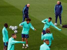 Il tecnico francese Zidane durante un allenamento. EFE