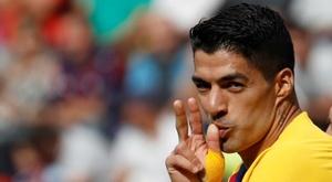 Luis Suárez pasa revista. EFE