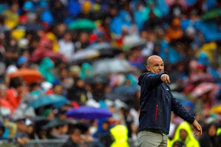 Paco López no vio penalti de Campaña sobre Brasanac. EFE/Emilio Naranjo/Archivo