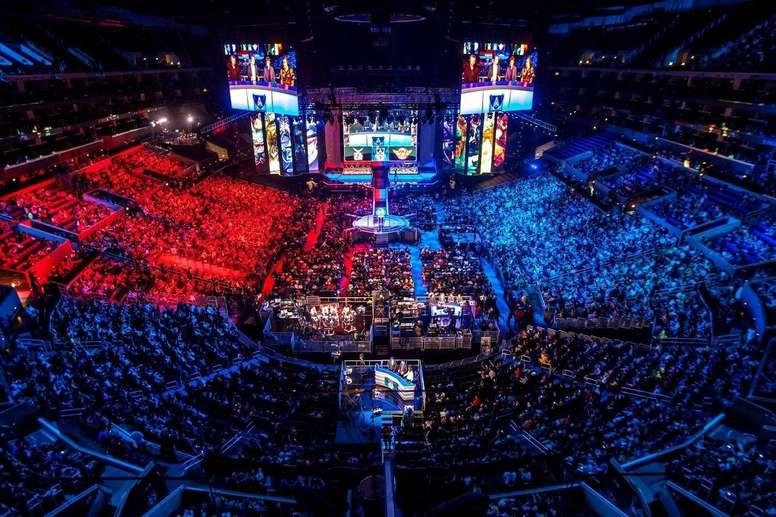 Fotografía cedidas por la empresa Growpro de la final del juego League of Legends en Matacanaziño, San Pablo (Brasil). EFE/Growpro