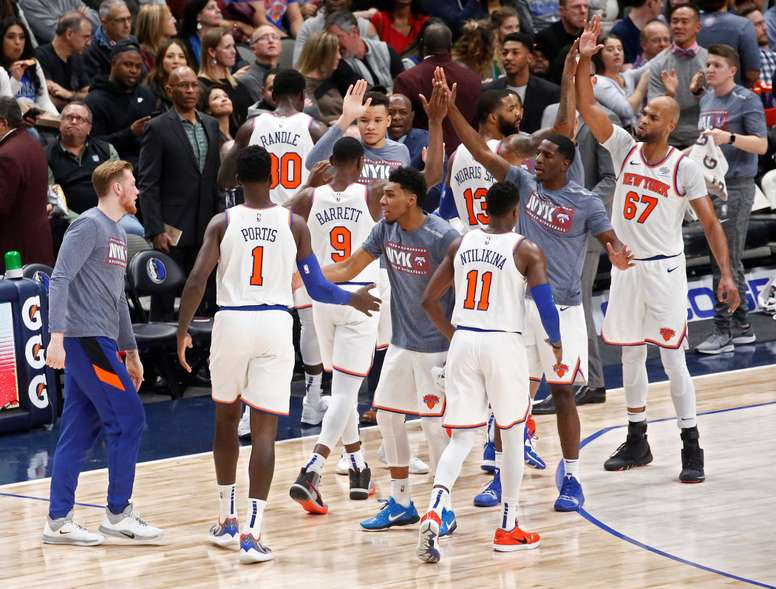 New York Knicks players celebrate during a timeout in the second half of the NBA basketball game between the New York Knicks and the Dallas Mavericks at the American Airlines Center in Dallas, Texas, USA, 08 November 2019. EFE/EPA/LARRY W. SMITH SHUTTERSTOCK OUT