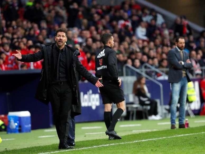 A Simeone le preocupa más el Sevilla que Barça y Madrid. EFE