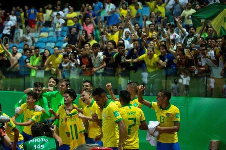 Brasil e México, onzes iniciais confirmados. EFE