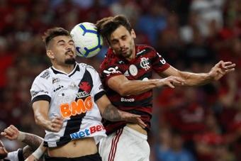 Problemas físicos afetam sequência de jogos de Rodrigo Caio. EFE/Antonio Lacerda