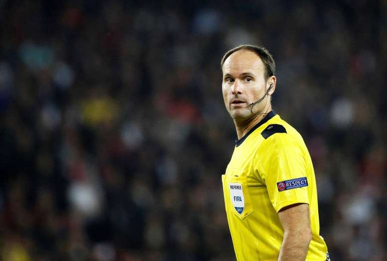 Mateu Lahoz dirigirá el Atlético Antoniano-Betis. EFE