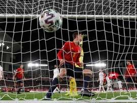 Pau Torres acabó más que contento tras debutar con gol. EFE