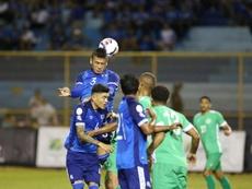 El Salvador sufre pero se mete en la Copa Oro. EFE