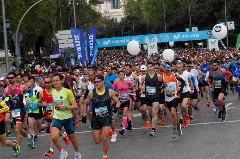 Miles de participantes toman la salida del Movistar Medio Maratón de Madrid. EFE/Víctor Lerena/Archivo