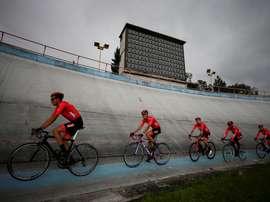 El equipo Avena Polaca compite en la primera etapa de la Vuelta a Ecuador este lunes, en Quito (Ecuador). EFE/ José Jácome