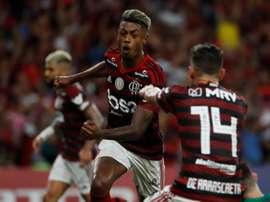 Miles de hinchas arroparon a Flamengo camino a Lima. EFE
