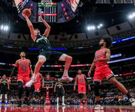 Milwaukee Bucks forward Ersan Ilyasova (C) in action during the NBA game between the Milwaukee Bucks and the Chicago Bulls at the United Center in Chicago, Illinois, USA, 18 November 2019. EFE/EPA/TANNEN MAURY