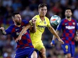 A Pau Torres le llovieron los mensajes tras marcar con España. EFE
