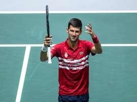 El tenista serbio Novak Djokovic ante el francés Benoît Paire, correspondiente a la cuarta jornada de la Copa Davis que se disputa en las instalaciones de la Caja Mágica, en Madrid. EFE/ Rodrigo Jiménez
