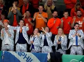 La afición holandesa anima a su compatriota Tallon Griekspoor ante el británico Andy Murray en la Caja Mágica de Madrid. EFE/Chema Moya/Archivo