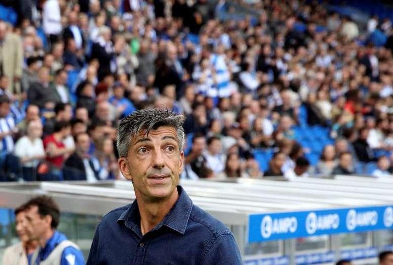 Imanol, nada contento tras la primera derrota de la Real Sociedad. EFE/Javier Etxezarreta