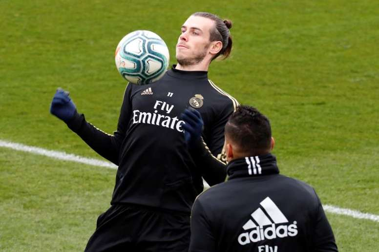 Bale trains on the sidelines once again. EFE