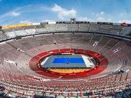 Fotografía que muestra la vista general de La plaza de toros de México, la de mayor aforo del mundo que se convertirá este sábado por unas horas en una pista de tenis para una exhibición entre Roger Federer, número 3 del mundo, y el alemán Alexander Zverev, siete del ránking mundial. EFE/MEXTENIS/SOLO USO EDITORIAL