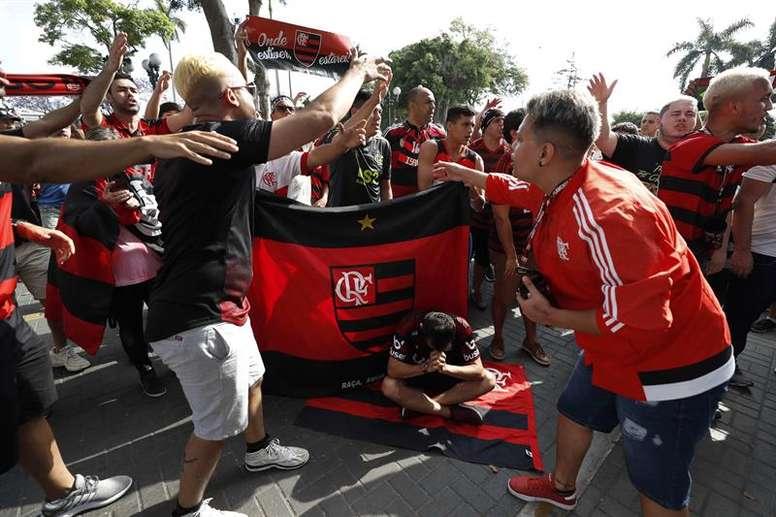 La afición de Flamengo toma las calles de Lima. EFE