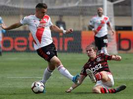 Filipe Luis dedica o título à torcida do Flamengo. EFE/PAOLO AGUILAR