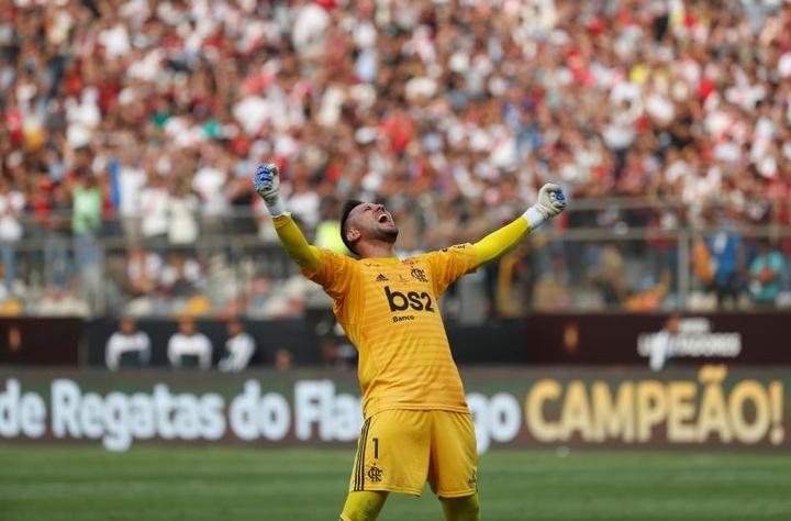 Diego Alves teve suspeita de lesão contra o Madureira. EFE/ANTONIO LACERDA/Arquivo