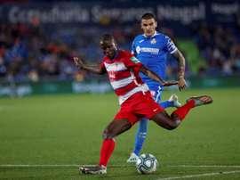 Adrián Ramos sufre una lesión en la rodilla. EFE
