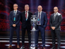 Rusia y Finlandia, invitadas al duelo entre Eriksen y Hazard. EFE