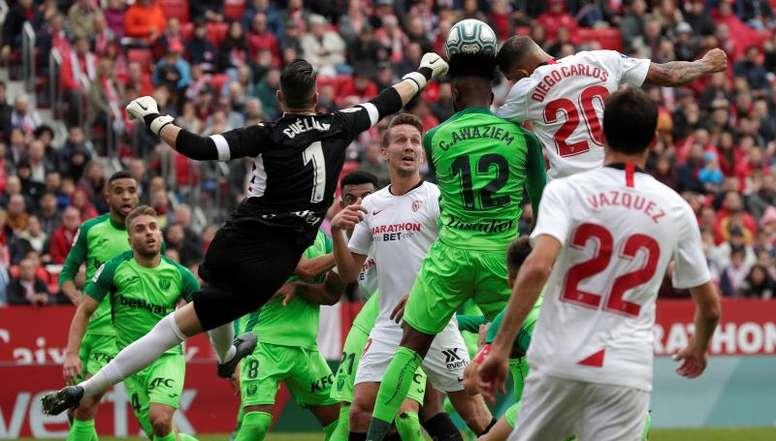 El Sevilla se eleva en la agonía 'pepinera'. EFE